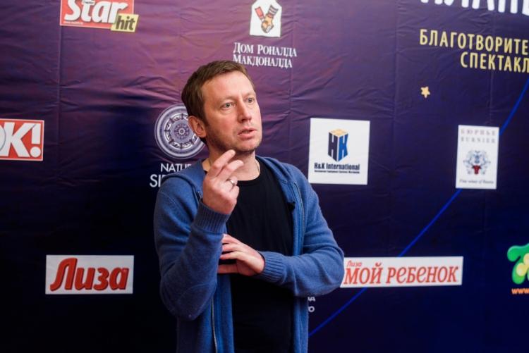 Актер Михаил Трухин дает интервью